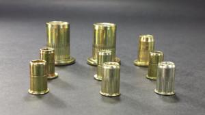 Somos fabricantes de tuercas insertables, también conocidas como tuercas remachables.