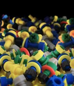 Inyección de Plástico: Un poco de Historial de los Tornillos de Plástico